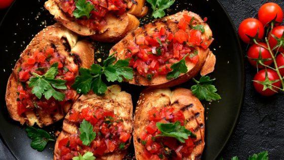 Grzanki z salsą meksykańską
